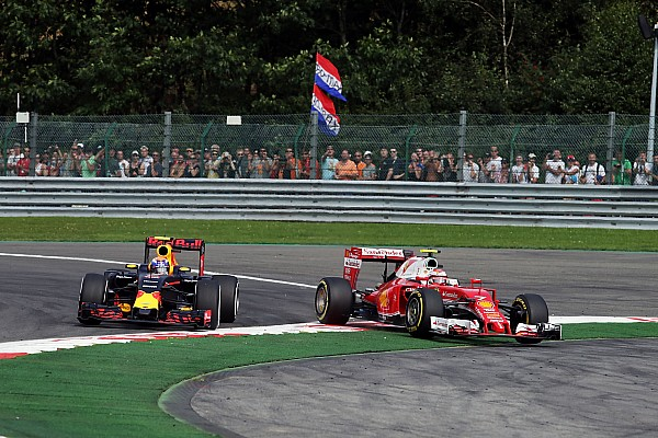 Formel-1-Rennleiter Charlie Whiting bittet Max Verstappen zum Gespräch