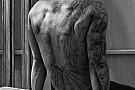 Hamilton és a rommá tetovált teste