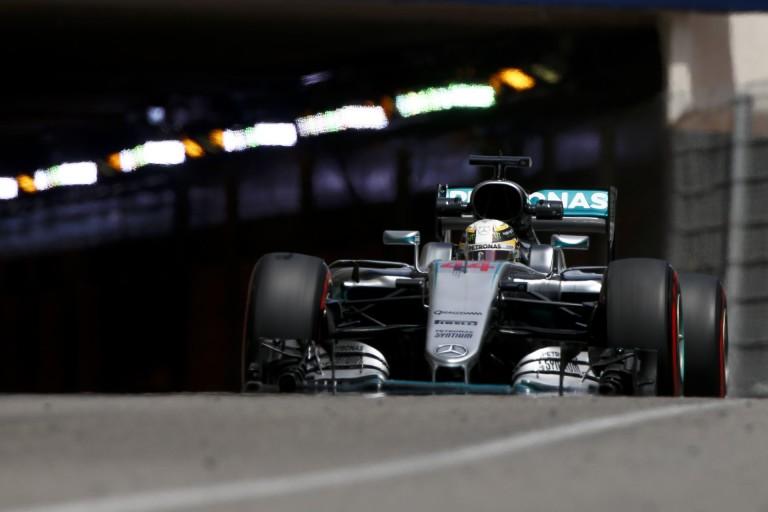 Hamilton szerelői, mint a világ leggyorsabb sprinterei!
