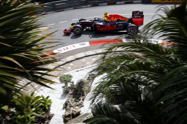 Verstappen autójának a Red Bull szó szerint szárnyakat adott Monacóban!