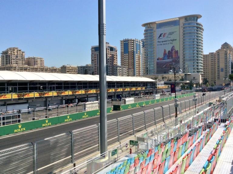 Jó reggelt Baku: kezdődik az F1-es hétvége