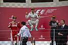 Videón Rosberg botlása - ahogy elveszti egyensúlyát a dobogón...