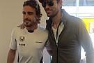 Enrique Iglesias élete első F1-es hétvégéjét Bakuban élte át: szegény...