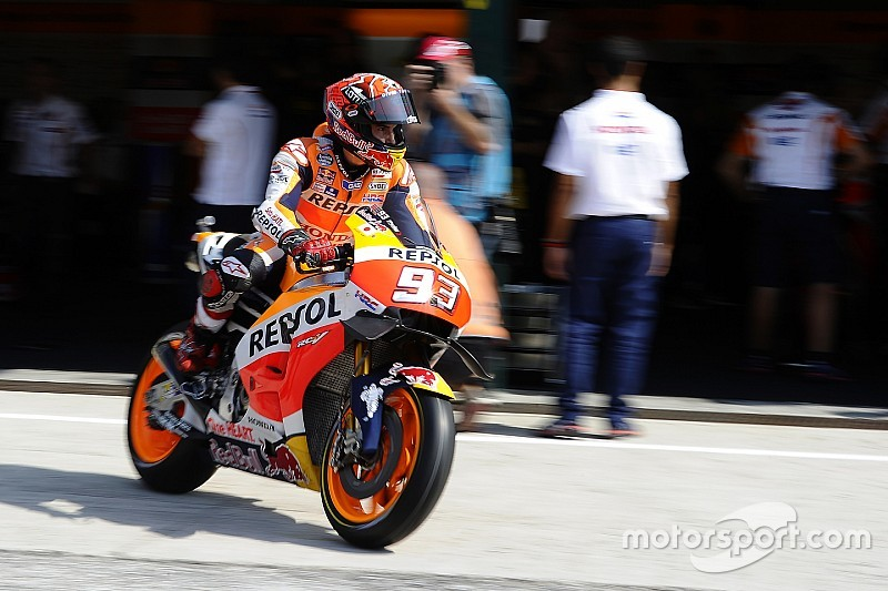 Marquez crasht in warm-up GP San Marino, maar is wel het snelst
