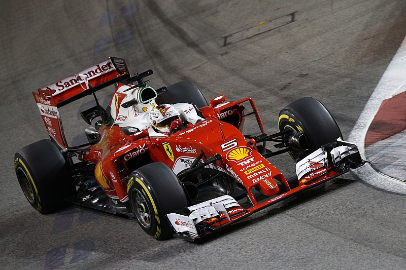 Ferrari voorziet Vettel van nieuwe motor en versnellingsbak