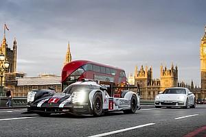 WEC Самое интересное Галерея: Уэббер прокатился на Porsche LMP1 по Лондону