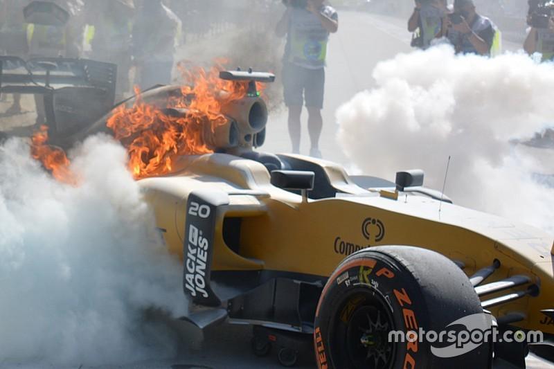 Zwischenfall im 1. Training: Renault-Auto brennt in Boxengasse