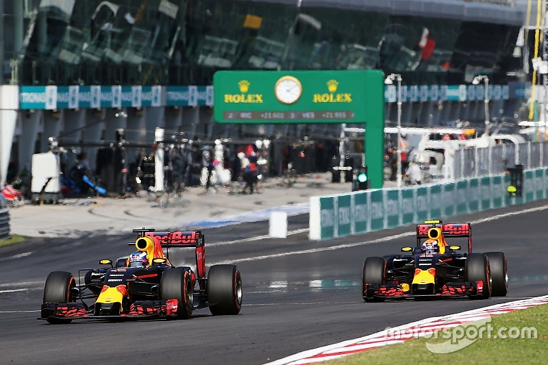 Red Bull не препятствовала борьбе своих гонщиков друг с другом