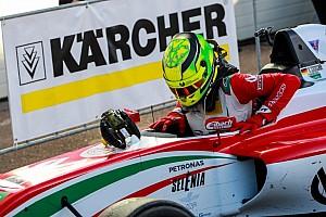 F4 BRÉKING Mick Schumacher harmadik lett az esős első futamon