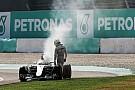 Mercedes revisa los parámetros de su motor tras el abandono de Malasia