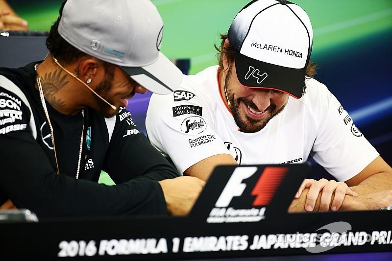Hamilton defiende su diversión en la conferencia de prensa