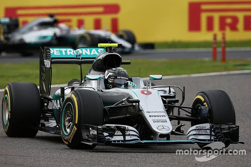 Lauda dice que Hamilton no alcanzará esta vez a Rosberg