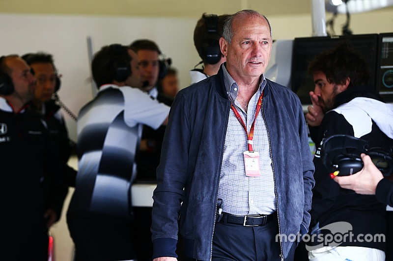 В McLaren поблагодарили Денниса за работу
