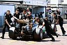 """Hamilton promete contar """"cosas interesantes"""" sobre el cambio de mecánicos"""