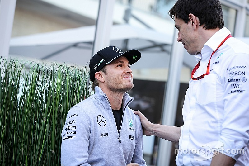 Chefe se diz surpreso por aposentadoria de Rosberg