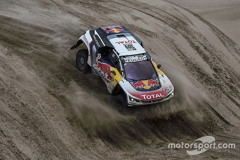 Loeb domina la octava etapa y lidera el Dakar