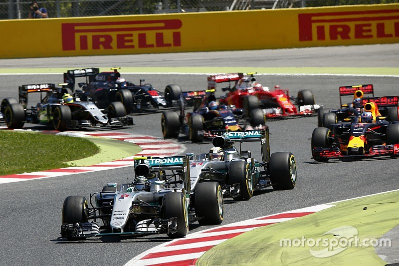 В Pirelli пообещали помочь гонщикам с обгонами