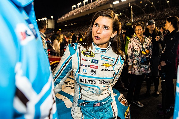 NASCAR Cup Últimas notícias Equipe processa patrocinadora da Danica Patrick