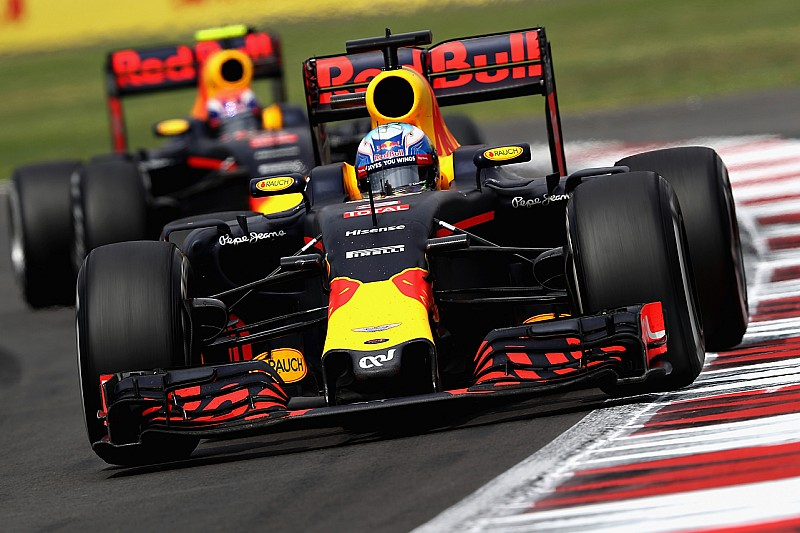 "Webber: ""Ricciardo zal Verstappen verslaan in 2017"""