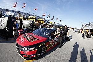 NASCAR Cup Noticias de última hora El equipo de Truex trabaja para solucionar los problemas