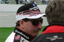 Dale Earnhardt avant les qualifications