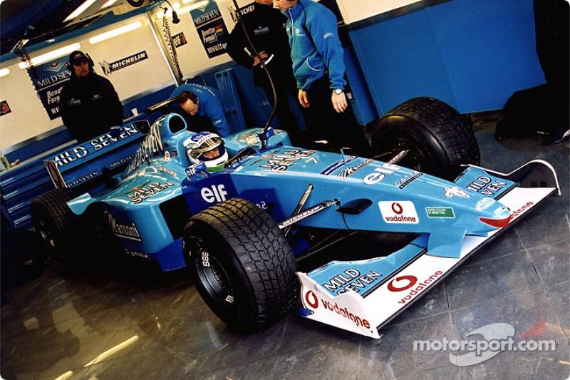 Giancarlo Fisichella en el garage