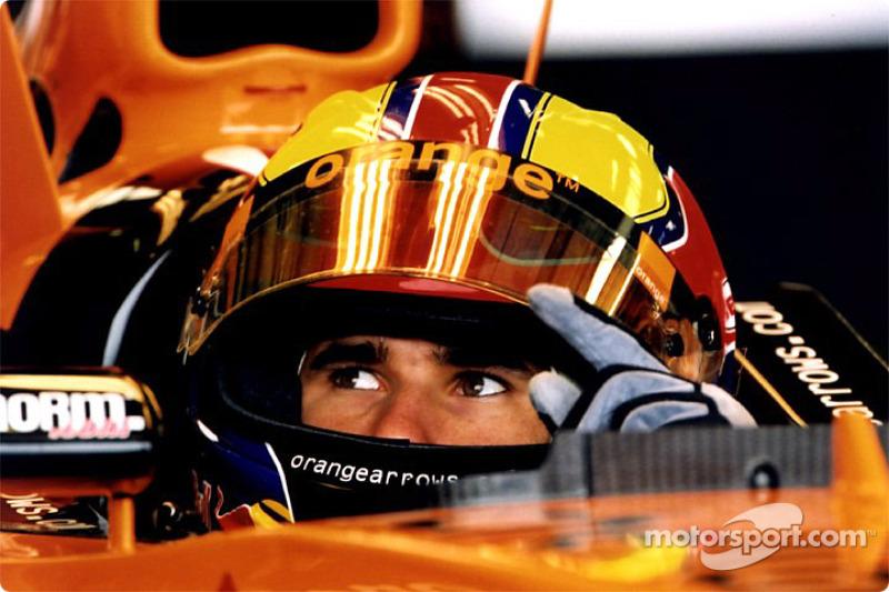 Enrique Bernoldi en el garage