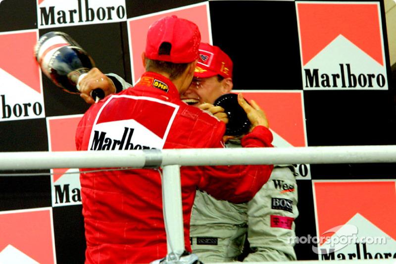 El podio: Michael Schumacher y David Coulthard