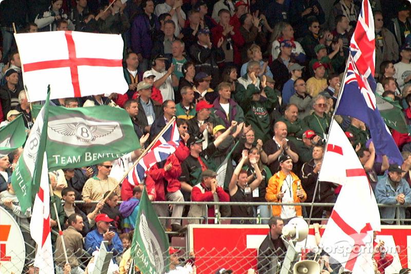 Fans cheer winners