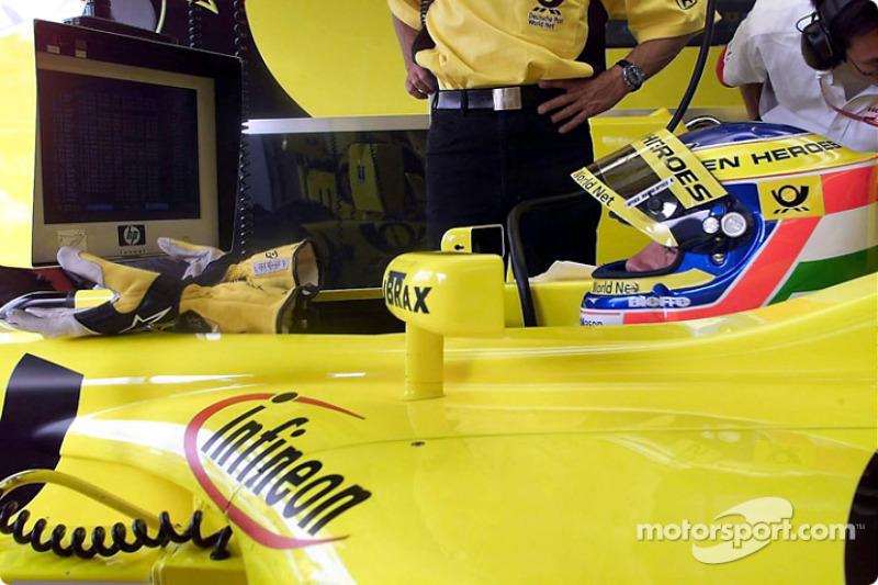 Jarno Trulli en el garage