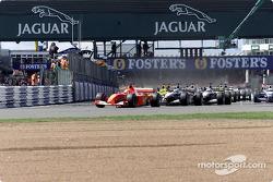 start: Michael Schumacher front, Mika Hakkinen ve David Coulthard