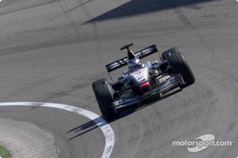 """2001 - Mika Häkkinen, McLaren (<a href=""""http://fr.motorsport.com/f1/photos/main-gallery/?r=19471"""">Galerie</a>)"""