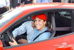 Jennifer Capriati en la pista de Fiorano: Jennifer y el Ferrari 360 Modena