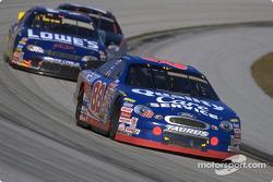 El Campeón de la NASCAR Winston Cup de 1999, Dale Jarrett en su número-88 Quality Care/Ford Credit Taurus; consiguió 24 finales en el top cinco, incluyendo cuatro victorias