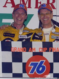 David Haskell et Selby Wellman tout sourire après leur seconde victoire de la saison sur le Daytona International Speedway