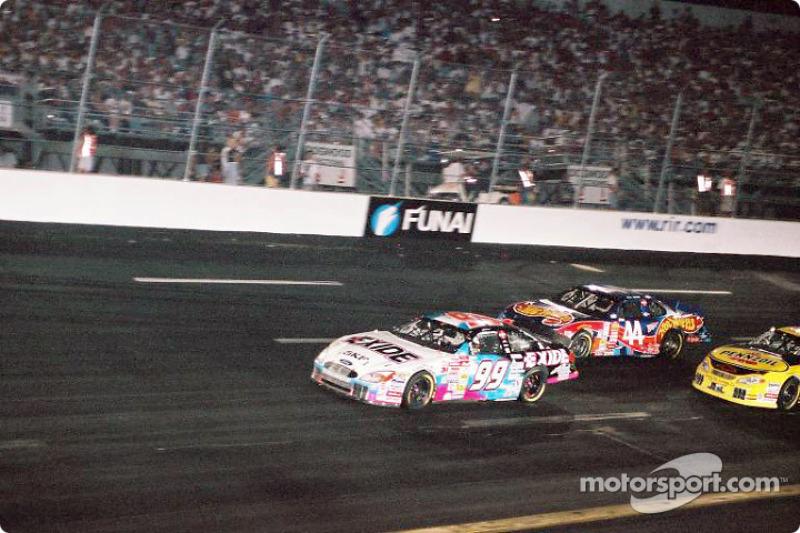 Jeff Burton liderando la carrera