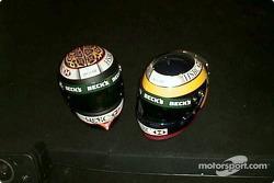 Casques d'Eddie Irvine et Pedro de la Rosa