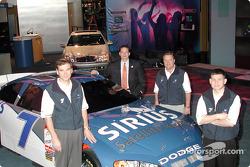 Presentación del auto Evernham Motorsports/Ultra Motorsports/Sirius Satellite Radio # 7 de la Winsto