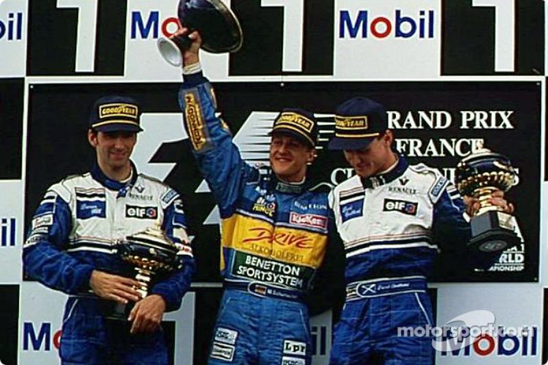 Победитель Михаэль Шумахер с Дэймоном Хиллом и Дэвидом Култардом