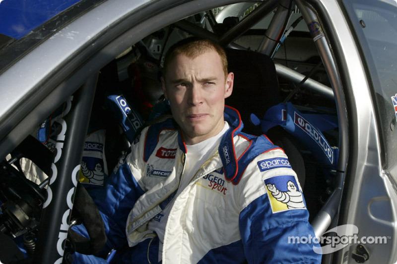"<img class=""ms-flag-img ms-flag-img_s1"" title=""United Kingdom"" src=""https://cdn-9.motorsport.com/static/img/cf/gb-3.svg"" alt=""United Kingdom"" width=""32"" /> Richard Burns, Champion du monde WRC 2001"