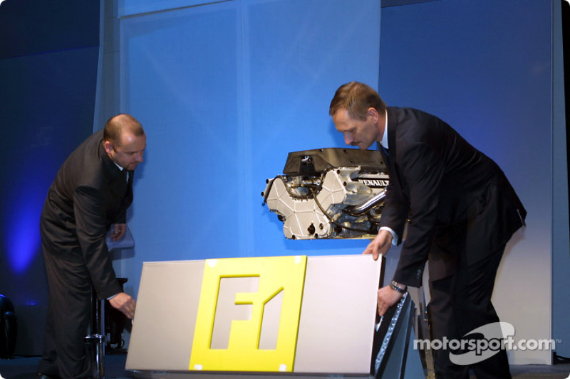 Mike Gascoyne and Jean-Jacques His presenting the RS22 V10 engine