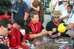 Stefan Johansson signing autograph