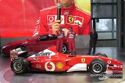Міхаель Шумахер і Рубенс Баррікелло з новою Ferrari F2002