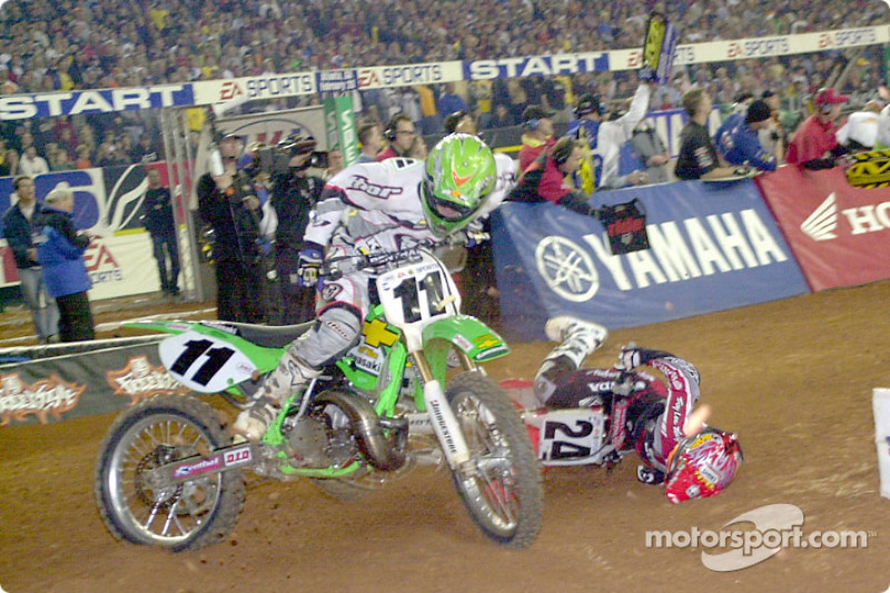 Ezra Lusk and Ernesto Fonseca crash in a tight turn; Lusk lost his front break in this crash and had to run the race with only his rear brake