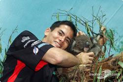 Visit, Melbourne Zoo: Alex Yoong ve koala