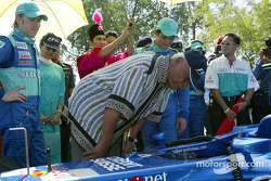Petronas day in Kuantan, Malaysia: Sultan of Pahang checking the C21 with Nick Heidfeld and Felipe M