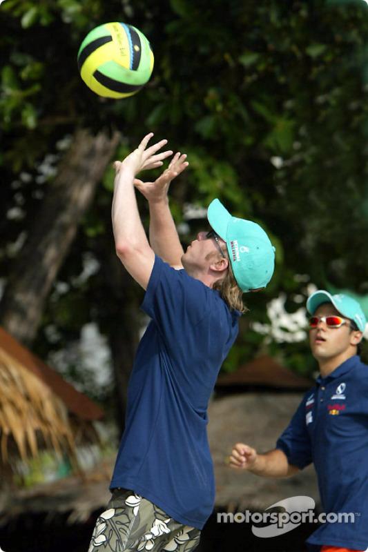 Journée Petronas à Kuantan, Malaisie : Nick Heidfeld joue au volley