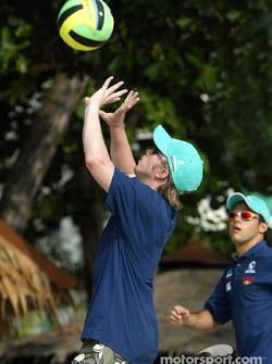 Petronas day in Kuantan, Malaysia: Nick Heidfeld playing volleyball