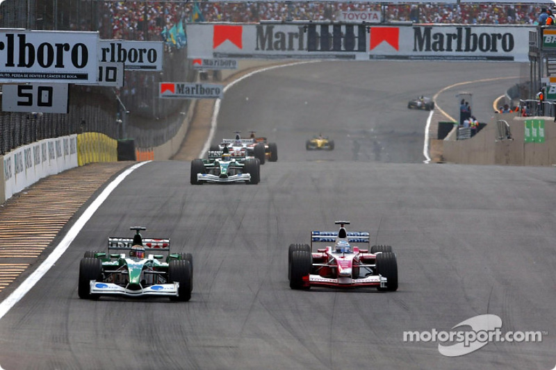 Eddie Irvine and Mika Salo battling