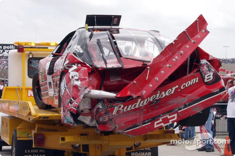 El Chevrolet dañado de Dale Earnhardt Jr.